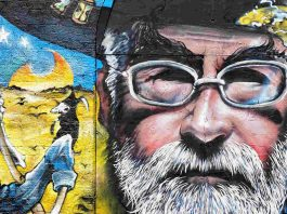 "Teri Pračet, ""Terry Pratchett Tribute Graffiti"" flickr photo by branestawm2002 https://flickr.com/photos/branestawm/16810237844 shared under a Creative Commons (BY) license"