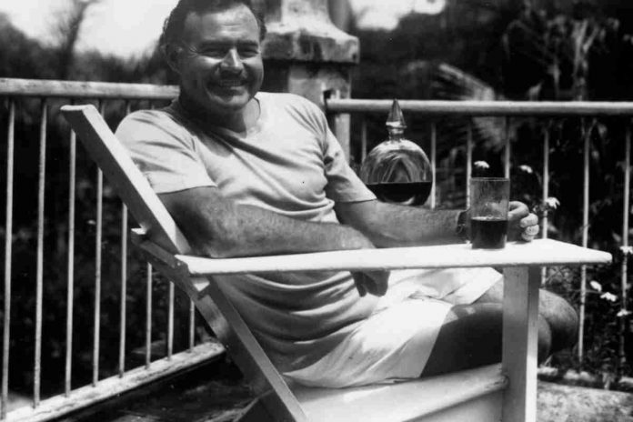 Ernest Hemingvej na Kubi 1946, By unattributed - JFK-EHEMC, Public Domain, https://commons.wikimedia.org/w/index.php?curid=11538713