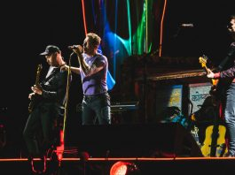 Coldplay, By Raph_PH - ColdplayRoseBowl061017-8, CC BY 2.0, https://commons.wikimedia.org/w/index.php?curid=67685390